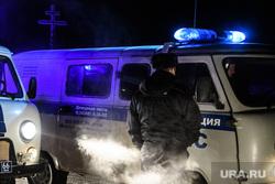 Среднеуральский монастырь после ночного штурма полицией. Среднеуральск, полиция, охрана правопорядка, правоохранительные органы, ппсп, буханка, полицейская буханка