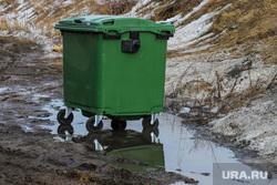Виды города. Курган., лужа, мусорный контейнер, грязь, бак для мусора