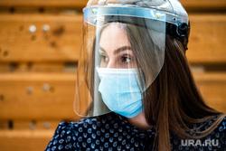 Презентация модельного участка для голосования в Гимназии №104. Екатеринбург, медицинская маска, защитная маска, маска на лицо, защитный экран, коронавирус, противоэпидемические меры, пандемия коронавируса