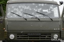 Шествие шахтеров Донбаса в поддержку ДНР. Расстрелянные авто. Донецк. Украина, камаз, война, расстрелянное авто, следы от пуль
