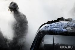 Последствия пожара на автостоянке у башни Исеть. Екатеринбург, пожарный, тушение пожара, сгоревший автомобиль, поджог автомобиля, машина сгорела, поджог машины