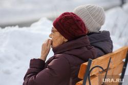 Цветы. Дети. Пенсионеры. Курган, сугроб, старушки, снег, зима, бабушки, пенсия, пенсионеры