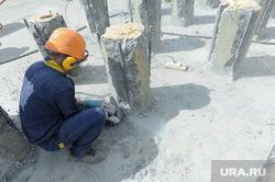 Заливка фундамента храма. Челябинск., сваи, рабочий, стройка