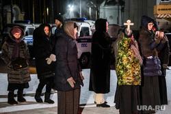Среднеуральский монастырь после ночного штурма полицией. Среднеуральск, верующие, паломники, среднеуральский женский монастырь, христиане