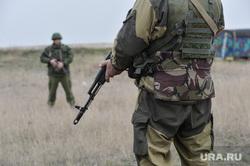 Безоружные украинские военные встретились с Российскими. Переговоры.Севастополь. Крым. Аэропорт Бельбек, автоматчик, армия, военные, солдаты