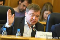 Заседание гордумы, обсуждение протестов в сквере около театра драмы. Екатеринбург, иванов максим, поднятая рука