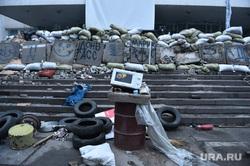 Последствия боевых действий в Мариуполе. Украина, баррикады, донбасс, мариуполь