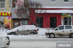 Зимний Екатеринбург, сугроб, зима, брошенная машина, снег в городе, улица малышева