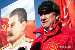 Коммунисты на Манежной площади, перед возложением цветов к могиле Сталина в годовщину его смерти. Москва, коммунисты, сталин, кпрф, рашкин валерий, митинг, коммунистическая партия, красные флаги