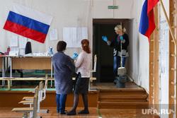 Избирательный участок по общероссийскому голосованию по поправкам в Конституцию РФ. Курган, уборщица, триколор, флаг россии, избирательнй участок, общероссийское голосование