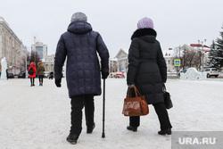 Виды города. Курган, пенсионерки, женщины, пенсия, площадь ленина
