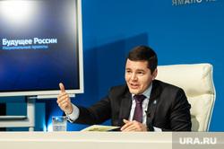 Пресс-конференция губернатора ЯНАО Дмитрия Артюхова. Салехард, жест руками, артюхов дмитрий