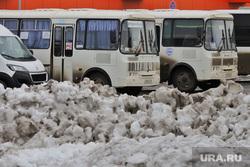 Город.  Курган, снег, зима, автобус, общественный транспорт