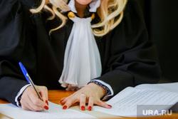Дело Арины Устюговой в суде Центрального района. Челябинск, судья, суд, мантия