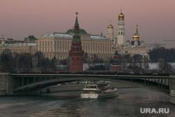 Виды Кремля с Патриаршего моста. Москва, вечерний город, город москва, кремль, большой каменный мост, москва-река