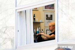 Пустой город. Обстановка в городе во время эпидемии коронавируса. Челябинск, парикмахер, парикмахерская, окно