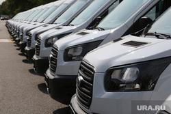 Вручение ключей от автомобилей для социальных служб администрацией губернатора Тюменской области. Тюмень, форд, автомобиль, газели, маршрутки, автомобильный парк, смена, газельки, микроавтобусы