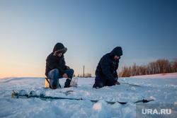 Зимняя рыбалка на реке Обь. Сургут , рыбаки, зимняя рыбалка