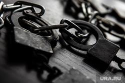 Клипарт. Наручники. Екатеринбург, заключенные, арест, тюрьма, преступник, подсудимый, срок, полиция, наручники, конвой, задержание, банда, преступность, преступление, криминал, опг, группировка