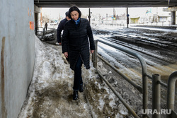 Наталья Котова на объезде районов города, контролирует уборку снега на дорогах и тротуарах. Челябинск, котова наталья, улица труда