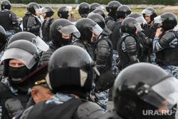 Задержания участников митинга против пенсионной реформы в Екатеринбурге, космонавты, омон