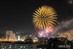 Почетные граждане города на праздничном концерте. Челябинск, салют, ночной город, праздник