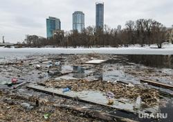 Виды Екатеринбург, тбо, мусор в воде, городской пруд, екатеринбург , загрязнение окружающей среды, екатеринбург сити, экология, бытовой мусор