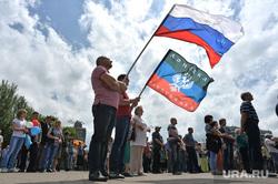 Митинг за мир в Донецке. Украина, донецкая народная республика, днр, стояние, митинг, триколор, флаг россии
