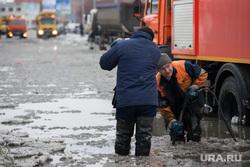 Коммунальная авария на Крестинского. Екатеринбург, коммунальная авария, потоп