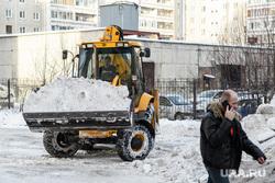Виды Екатеринбурга, уборка снега, уборка двора, снежная зима