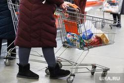 Торговый центр. Курган, продукты, покупатели, цены, супермаркет, продуктовая корзина, магазин, тележка с продуктами, покупки, покупатель, цены на продукты, продукты питания
