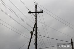 Шумиха энергоскандал, провода, столбы, электросети