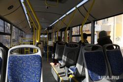 Город во время нерабочих дней, объявленных в связи с карантином по коронавирусу, пятый день. Пермь , автобус, салон автобуса