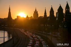 Пробки в городе. Москва, машины, пробки, трафик, город москва, автомобили, солнце, автотранспорт