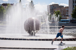 Велосипед, скейт, ролики, самокат. Екатеринбург, фонтан, лето, жара, скейтбордист, солнечная погода