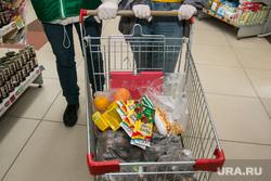 Разное. Курган, волонтеры, тележка с продуктами, продукты питания, продуктовый набор