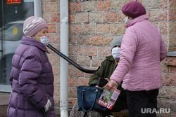 Патруль полиции на улицах города. Курган, пенсионерки, бабушки, женщины, пенсия