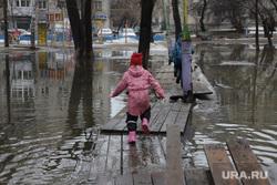 Дождь и затопленные парки. Екатеринбург, лужа