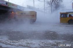 Потоп на Малышева Восточная, порыв трубы. Екатеринбург, коммунальная авария, перекресток малышева восточная, потоп, кипяток, порыв трубы, прорыв трубы