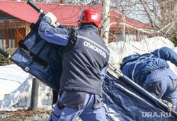 Тренировка Курганских спасателей. Курган., носилки, спасатели