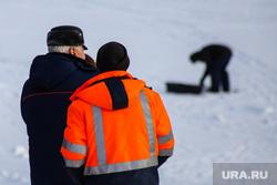 Оборудование крещенских купелей. Курган, зимняя рыбалка, спасатели, река тобол зимой, лед