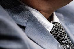 Объявление победителей конкурса «Марафон идей». Екатеринбург, политик, чиновник, деловой стиль, галстук, бизнесмен, клерк, пиджак, парламентарии, дресс код, дипломат, офисный работник, деловой стиль одежды