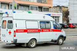 Обстановка на улицах города во время эпидемии коронавируса и режима самоизоляции. Челябинск, скорая помощь