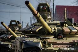 Первая тренировка механизированной колонны к параду Победы. Екатеринбург, репетиция парада, колонна военной техники, танк т-72