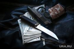 Клипарт по теме Насилие. Москва, убийство, оружие, кошелек, пм, ограбление, ауе, деньги, пачка денег, криминал, преступление, бандитизм, разбой, братки, киллер, пистолет, макаров, разборки, стрелка, купюры, тысячные, заказное убийство, наемный убийца, молодежные банды