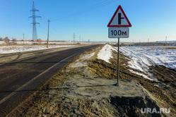 Алексей Текслер осмотрел дороги и объекты дорожной инфраструктуры, на которых велись работы в 2020 году. Челябинск , знак, дорога