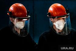 Запуск цеха горячего цинкования на Уральском заводе многограннных опор. Свердловская область, Полевской, каска, завод, защитная маска, производственный процесс, рабочий, цех, респираторная маска, защитный экран, проивзодство