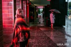 Пресс-конференция в МХАТ им. Горького, посвященная открытию 123-го сезона. Москва, зонтик, плохая погода, мхат, дождь