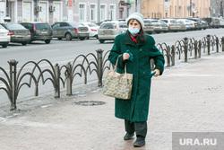 Снежный город. Тюмень, люди в масках, бабушка, пенсионеры