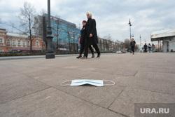 Виды Перми. Пермь, маска медицинская, маска на тротуаре
